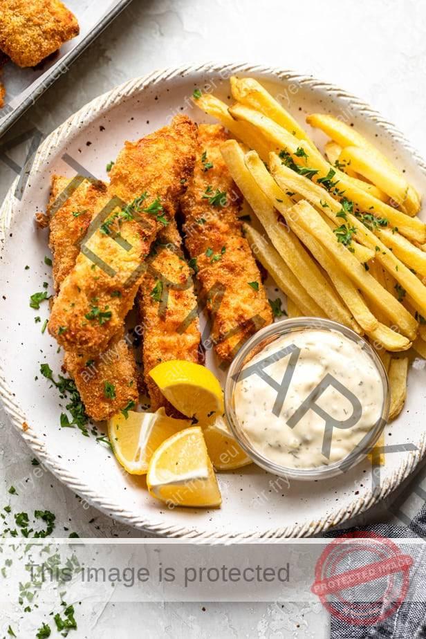 Риба с пържени картофи